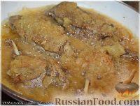 Фото приготовления рецепта: Утка, тушенная в яблоках, с жареной Антоновкой - шаг №11