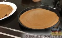 Фото приготовления рецепта: Печеночный торт с грибами - шаг №6