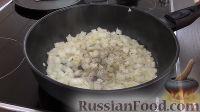 Фото приготовления рецепта: Печеночный торт с грибами - шаг №8