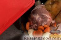 Фото приготовления рецепта: Свиная рулька в пиве, по-баварски - шаг №3