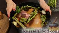 Фото приготовления рецепта: Свиная рулька в пиве, по-баварски - шаг №7