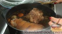 Фото приготовления рецепта: Свиная рулька в пиве, по-баварски - шаг №9