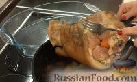 Фото приготовления рецепта: Свиная рулька в пиве, по-баварски - шаг №10