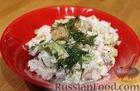Фото к рецепту: Салат из пекинской капусты с курицей и сухариками