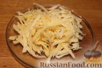 Фото приготовления рецепта: Салат из пекинской капусты с курицей и сухариками - шаг №4