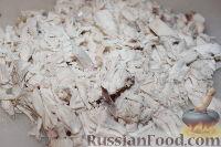 Фото приготовления рецепта: Салат из пекинской капусты с курицей и сухариками - шаг №8