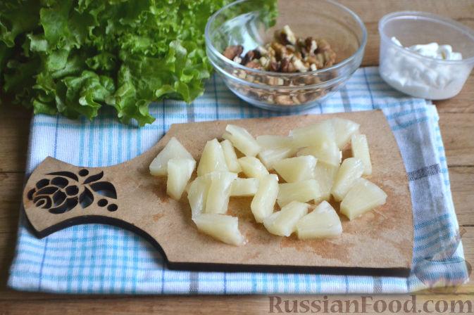 Фото приготовления рецепта: Салат по-гавайски - шаг №4