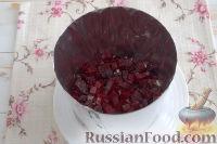 Фото приготовления рецепта: Праздничный винегрет с картофельными чипсами - шаг №5