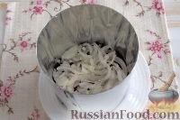 Фото приготовления рецепта: Праздничный винегрет с картофельными чипсами - шаг №6