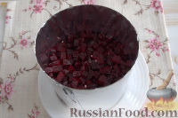 Фото приготовления рецепта: Праздничный винегрет с картофельными чипсами - шаг №9
