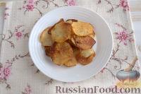 Фото приготовления рецепта: Праздничный винегрет с картофельными чипсами - шаг №10