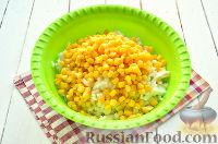 Фото приготовления рецепта: Салат с тунцом и рисом - шаг №5