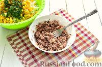 Фото приготовления рецепта: Салат с тунцом и рисом - шаг №7