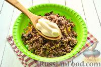 Фото приготовления рецепта: Салат с тунцом и рисом - шаг №8