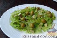 Фото приготовления рецепта: Салат с курицей, авокадо и брынзой - шаг №5