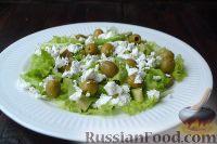 Фото приготовления рецепта: Салат с курицей, авокадо и брынзой - шаг №6