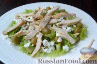 Фото приготовления рецепта: Салат с курицей, авокадо и брынзой - шаг №7