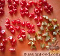 Фото приготовления рецепта: Салат с фасолью, грибами и сухариками - шаг №2