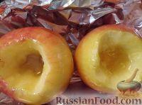 Фото приготовления рецепта: Яблоки, запеченные с медом - шаг №3