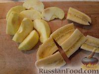 Фото приготовления рецепта: Бананы и яблоки в карамели - шаг №2