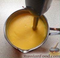 Фото приготовления рецепта: Тыквенный суп-пюре с беконом и сухариками - шаг №9