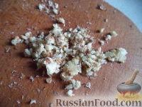 Фото приготовления рецепта: Салат из свеклы, чеснока и грецких орехов - шаг №4