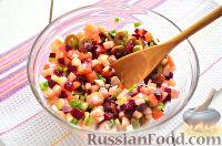 Фото приготовления рецепта: Праздничный винегрет с оливками, сардинами и  майонезом - шаг №4