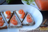 Фото приготовления рецепта: Тартинки с копченым лососем и авокадо - шаг №4