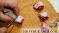 """Фото приготовления рецепта: Салат """"Розочки"""" из блинов со свеклой - шаг №6"""