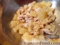 Фото приготовления рецепта: Салат из мяса курицы и ананасов - шаг №6