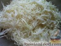 Фото приготовления рецепта: Щи из свежей капусты с рыбой - шаг №4