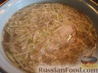 Фото приготовления рецепта: Щи из свежей капусты с рыбой - шаг №10