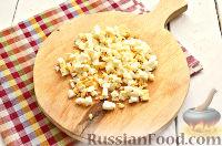 Фото приготовления рецепта: Салат из курицы, с ананасами и кукурузой - шаг №4