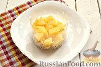 Фото приготовления рецепта: Салат из курицы, с ананасами и кукурузой - шаг №6