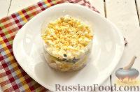 Фото приготовления рецепта: Салат из курицы, с ананасами и кукурузой - шаг №8
