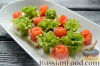 Фото к рецепту: Канапе с красной рыбой «Розочки»