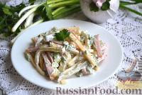 Фото к рецепту: Салат с ветчиной, сыром и маринованными огурцами