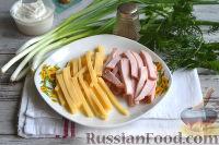 Фото приготовления рецепта: Салат с ветчиной, сыром и маринованными огурцами - шаг №2