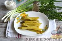Фото приготовления рецепта: Салат с ветчиной, сыром и маринованными огурцами - шаг №3