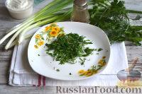 Фото приготовления рецепта: Салат с ветчиной, сыром и маринованными огурцами - шаг №5