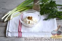 Фото приготовления рецепта: Салат с ветчиной, сыром и маринованными огурцами - шаг №6