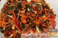 Фото приготовления рецепта: Овощной салат с морской капустой - шаг №8