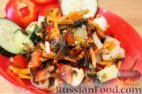 Фото приготовления рецепта: Овощной салат с морской капустой - шаг №9