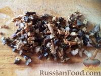 Фото приготовления рецепта: Суп из сушеных грибов с картофелем - шаг №3