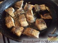 Фото приготовления рецепта: Тушеная капуста с рыбой - шаг №6