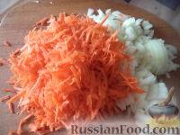 Фото приготовления рецепта: Тушеная капуста с рыбой - шаг №3