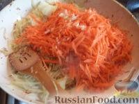 Фото приготовления рецепта: Тушеная капуста с рыбой - шаг №8