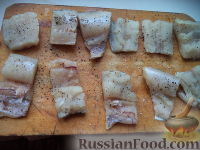 Фото приготовления рецепта: Тушеная капуста с рыбой - шаг №4