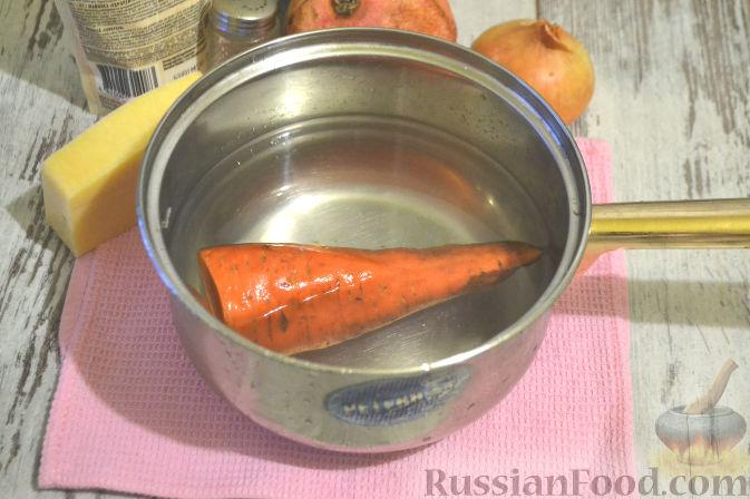 Фото приготовления рецепта: Слоеный салат с курицей, картофелем и орехами - шаг №3