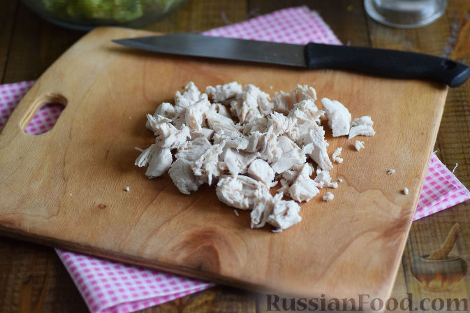 Фото приготовления рецепта: Салат с брокколи и каштанами - шаг №8